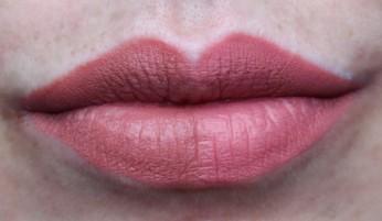 Links: TIU Lipcream 045, Rechts: LC Bleached rechts